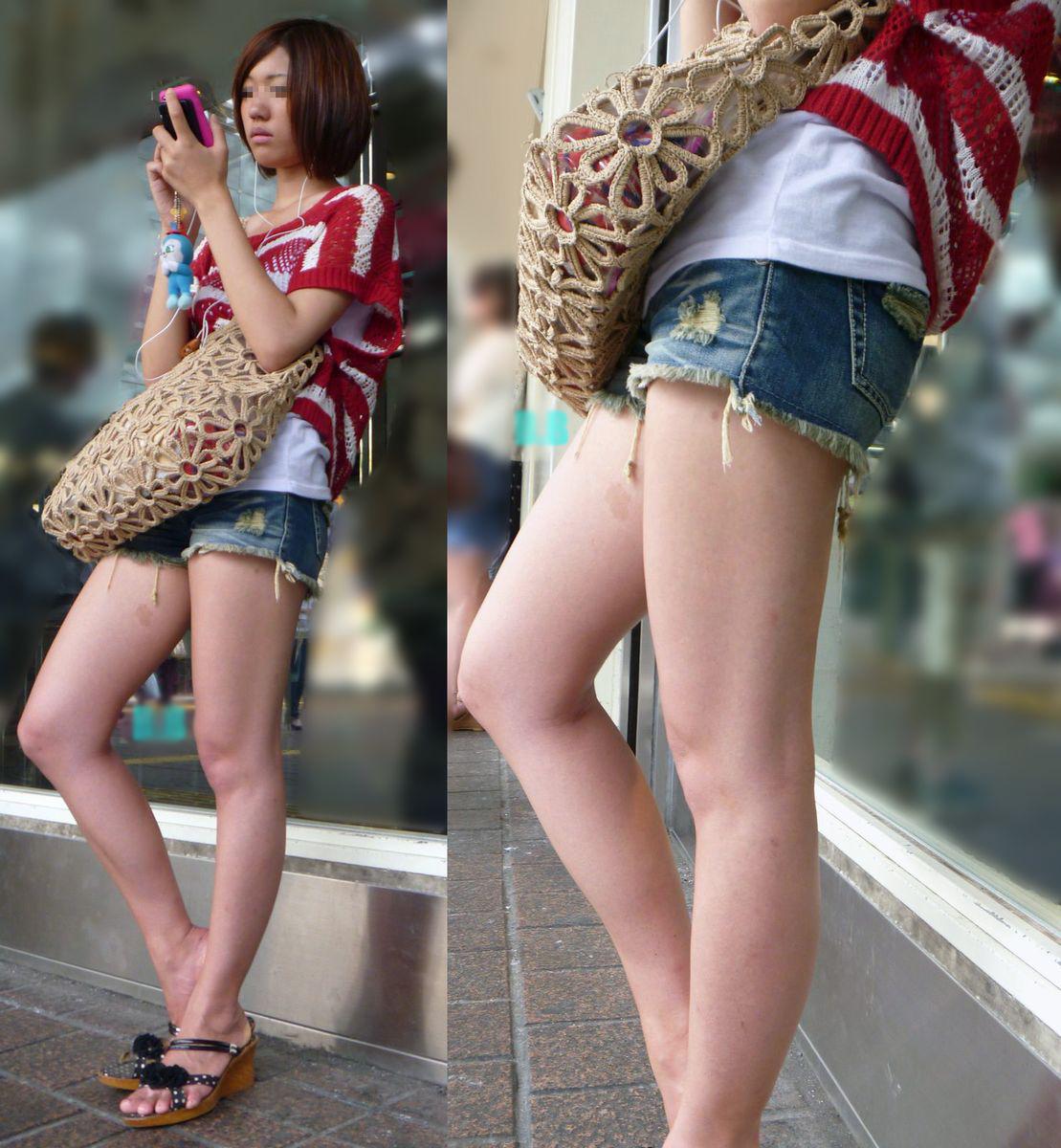 【短パン街撮り画像】美脚とヒップラインが際立つ短パン女性を背後から眺める 01