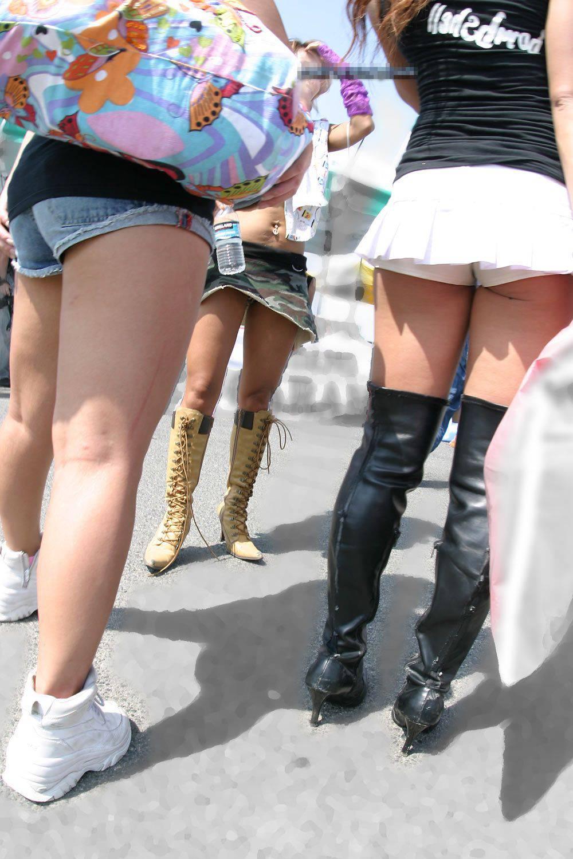 【短パン街撮り画像】美脚とヒップラインが際立つ短パン女性を背後から眺める 12