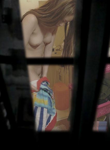 【家庭内風呂隠し撮り】犯人は旦那?覗かれた奥様の入浴 05