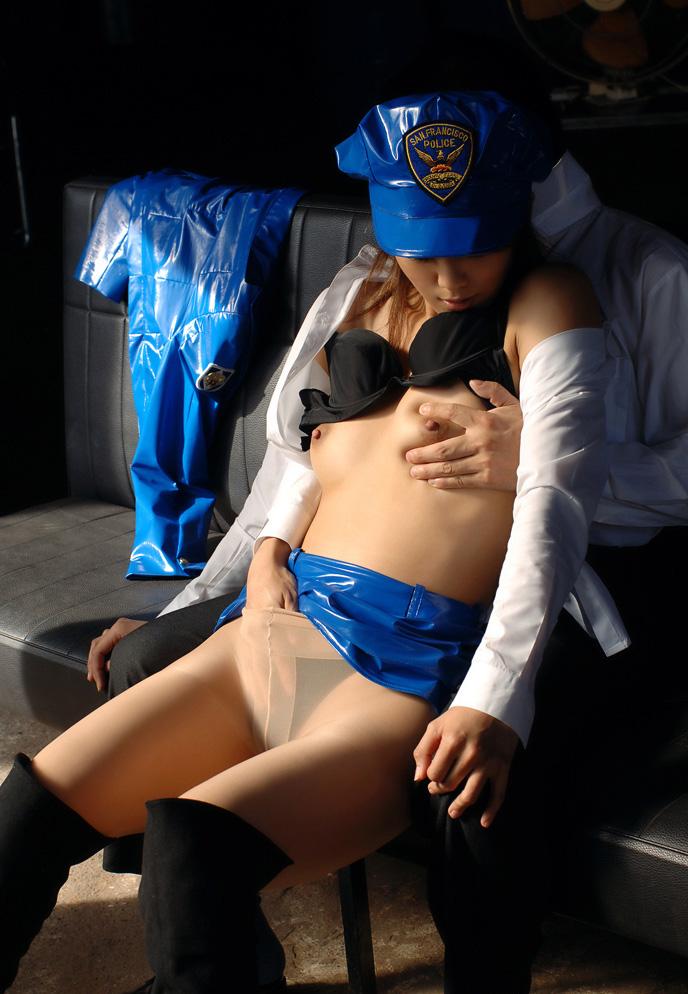【コスプレH画像】婦警コスでエロい事してる画像を貼ってく 16
