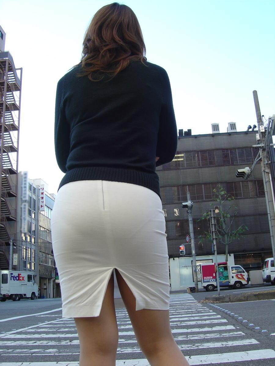 【街撮り画像】大きく開いたスリットの隙間に釘付け! 14