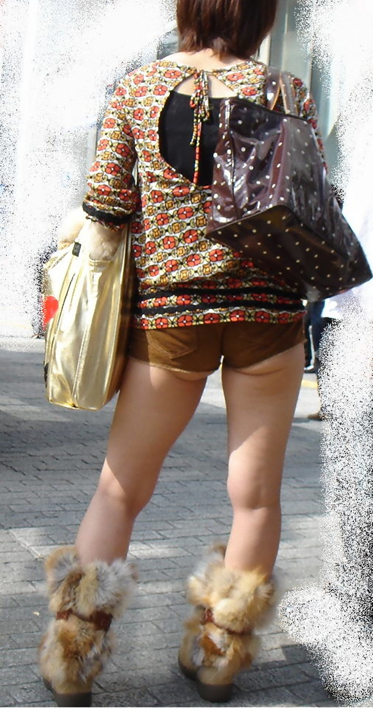 【街撮り画像】もうお尻出ちゃってんじゃんwww露出度高い短パン素人画像 06