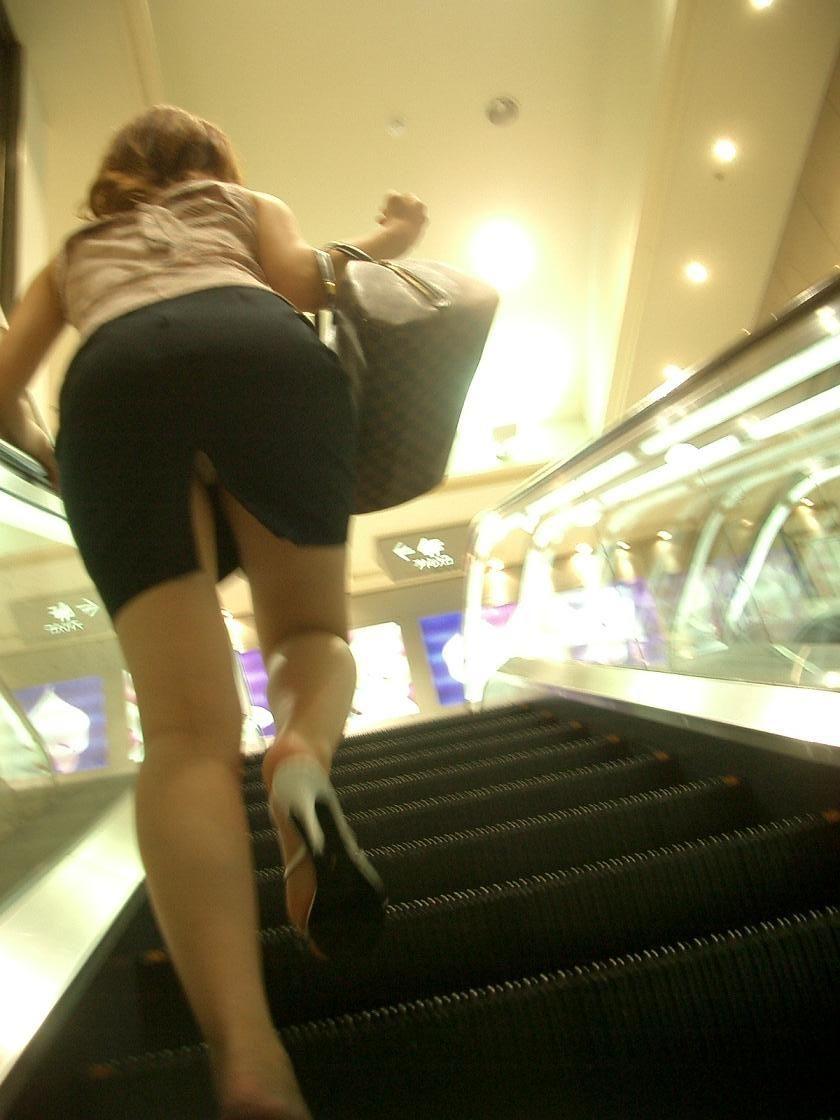 【パンチラ画像】階段ローアングルパンチラ 段差があったらとりあえず見上げとけwww 12