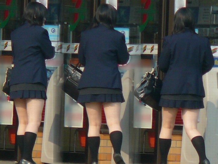 【JK街撮り】JK達の健康的にムチムチした太股に萌える画像 03