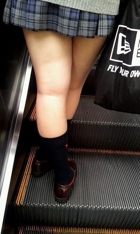 【JK街撮り】JK達の健康的にムチムチした太股に萌える画像 12
