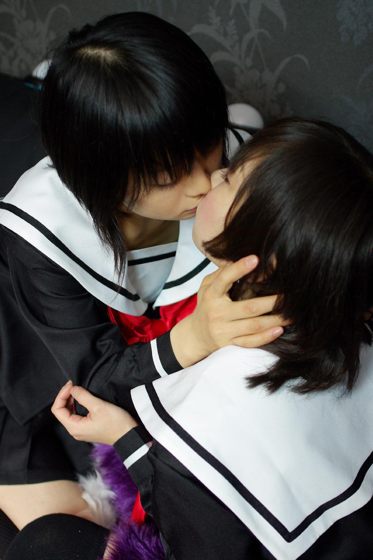 【百合・レズ画像】可愛い子同士のキスって男が見てもキュンとくるなwww 04
