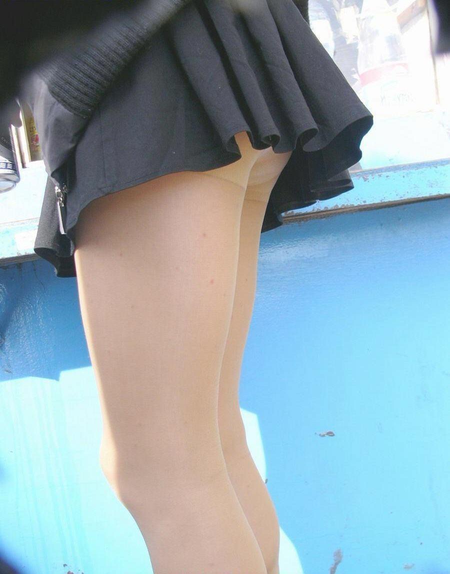 【ミニスカJK画像】校則違反…許せる!!下着に尻肉見えて上等な激ミニのJK画像 17