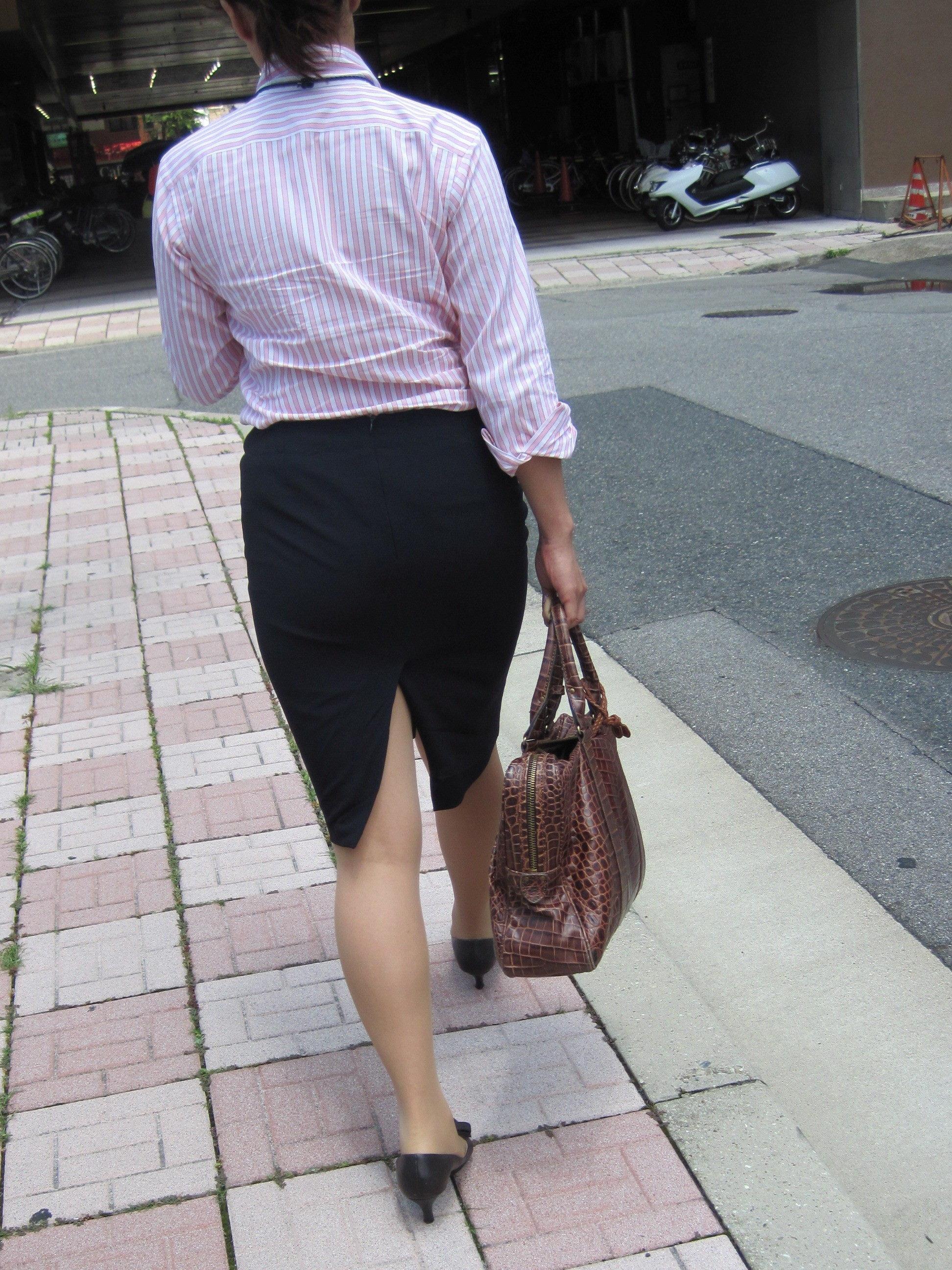 【街撮りOL画像】思わず追跡したwwwタイトスカートに包まれたムチムチ尻 02