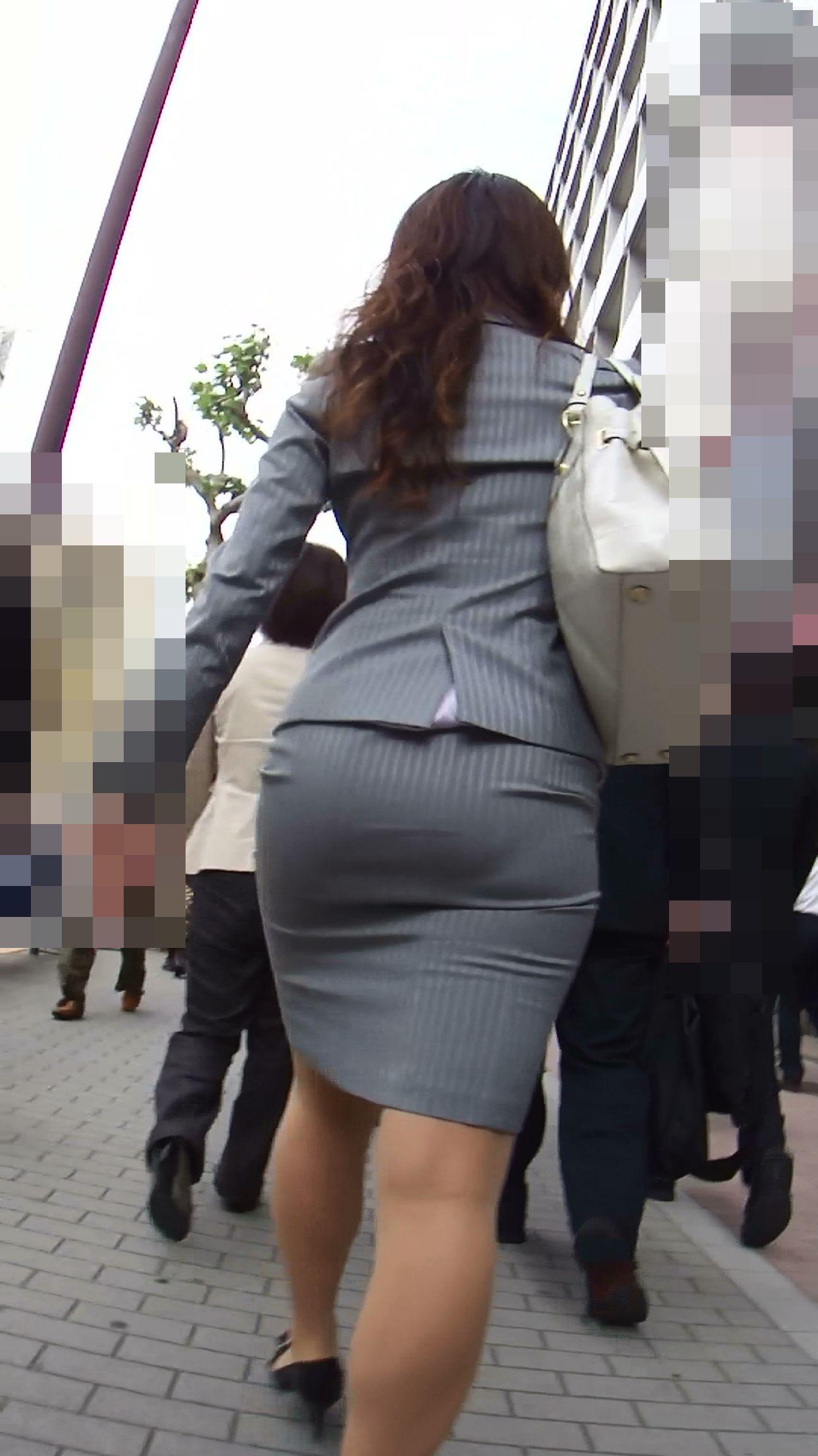 【街撮りOL画像】思わず追跡したwwwタイトスカートに包まれたムチムチ尻 03