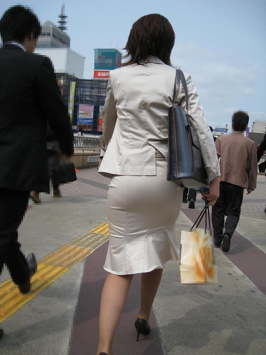 【街撮りOL画像】思わず追跡したwwwタイトスカートに包まれたムチムチ尻 04
