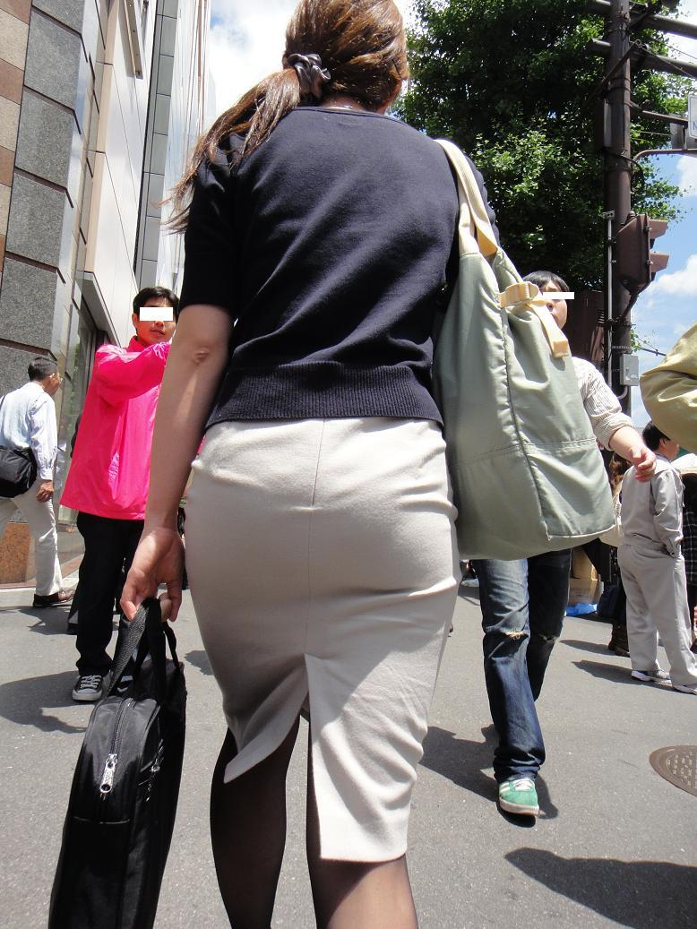 【街撮りOL画像】思わず追跡したwwwタイトスカートに包まれたムチムチ尻 05