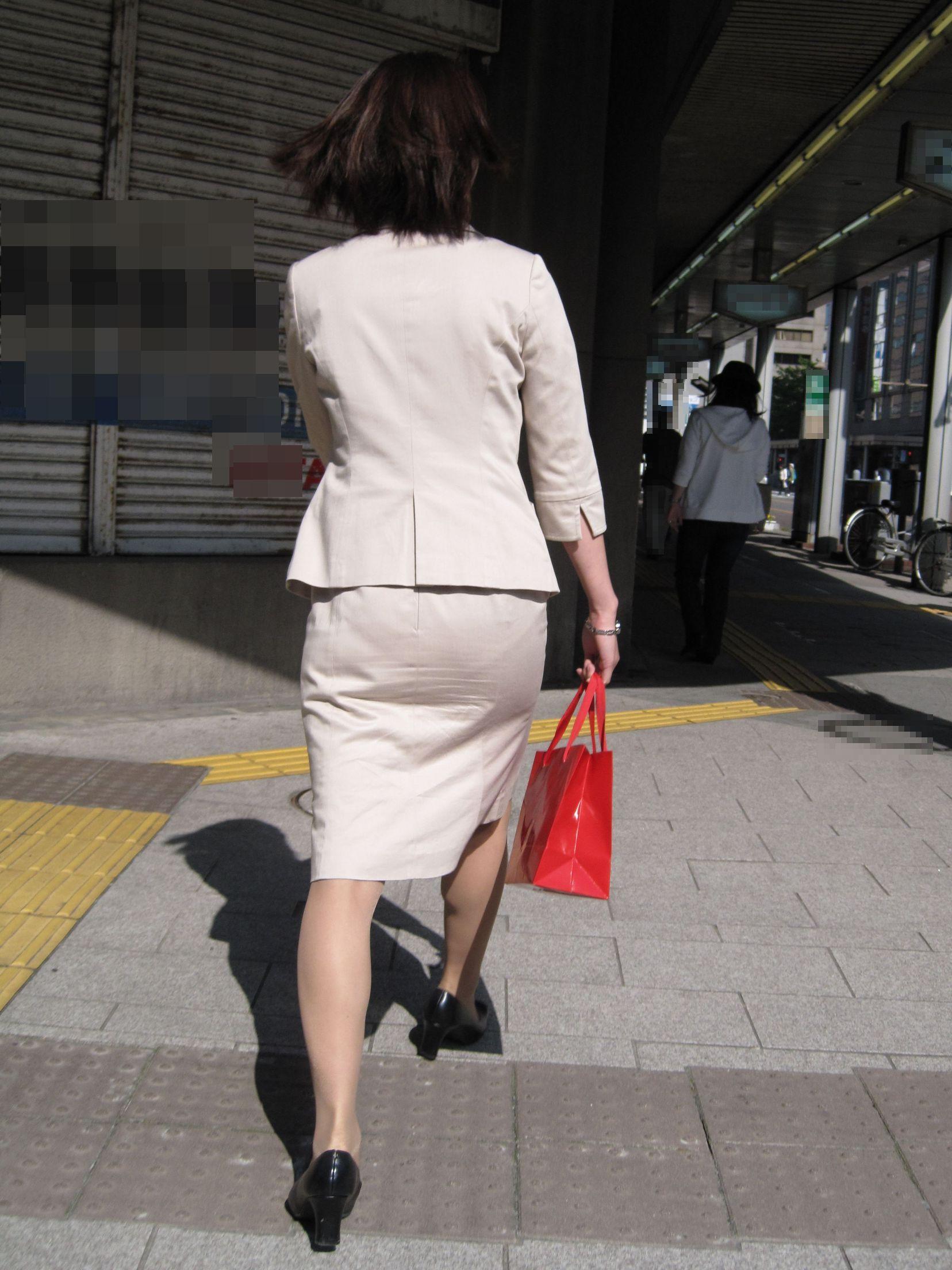 【街撮りOL画像】思わず追跡したwwwタイトスカートに包まれたムチムチ尻 06