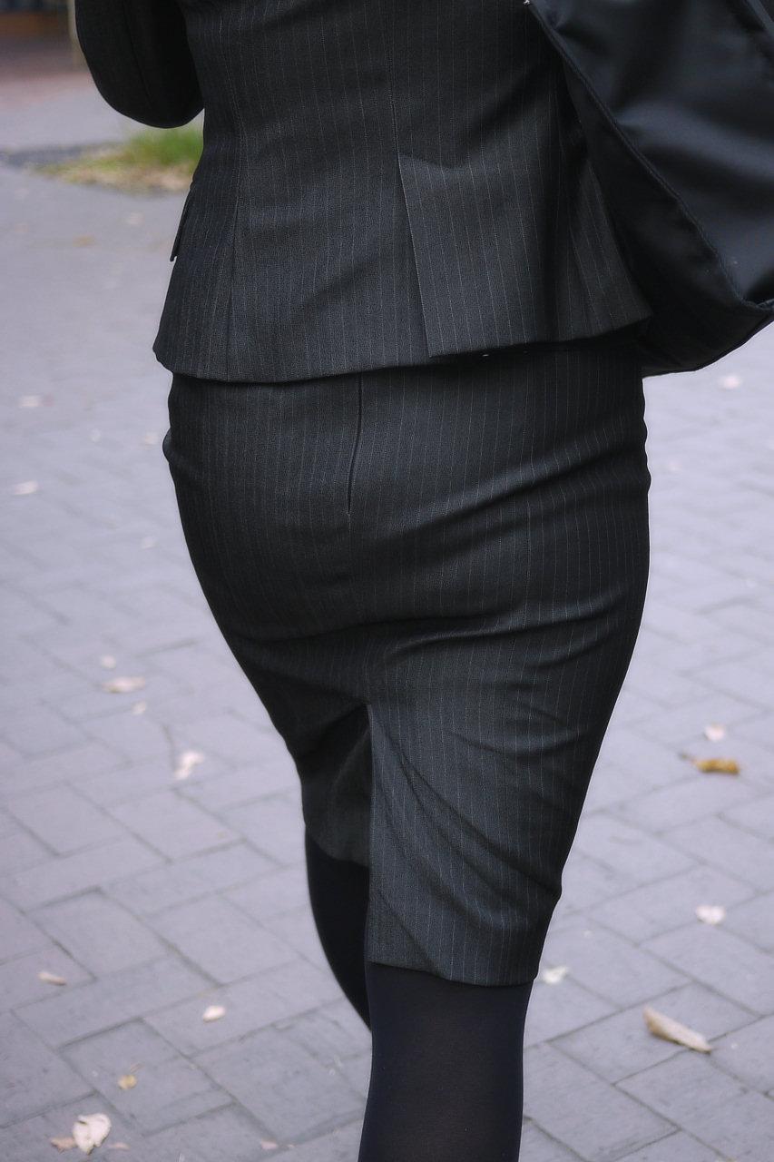 【街撮りOL画像】思わず追跡したwwwタイトスカートに包まれたムチムチ尻 07
