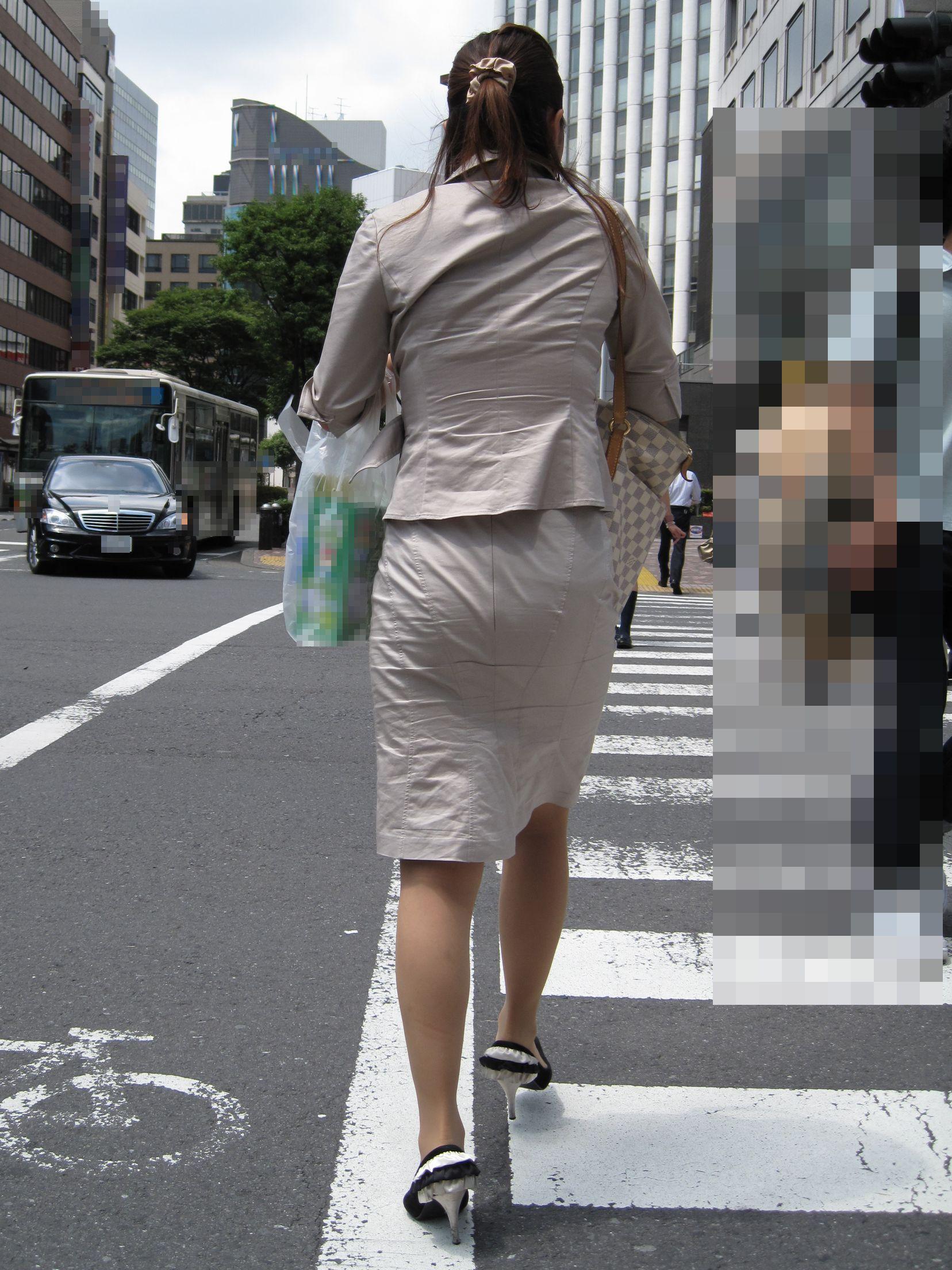 【街撮りOL画像】思わず追跡したwwwタイトスカートに包まれたムチムチ尻 12