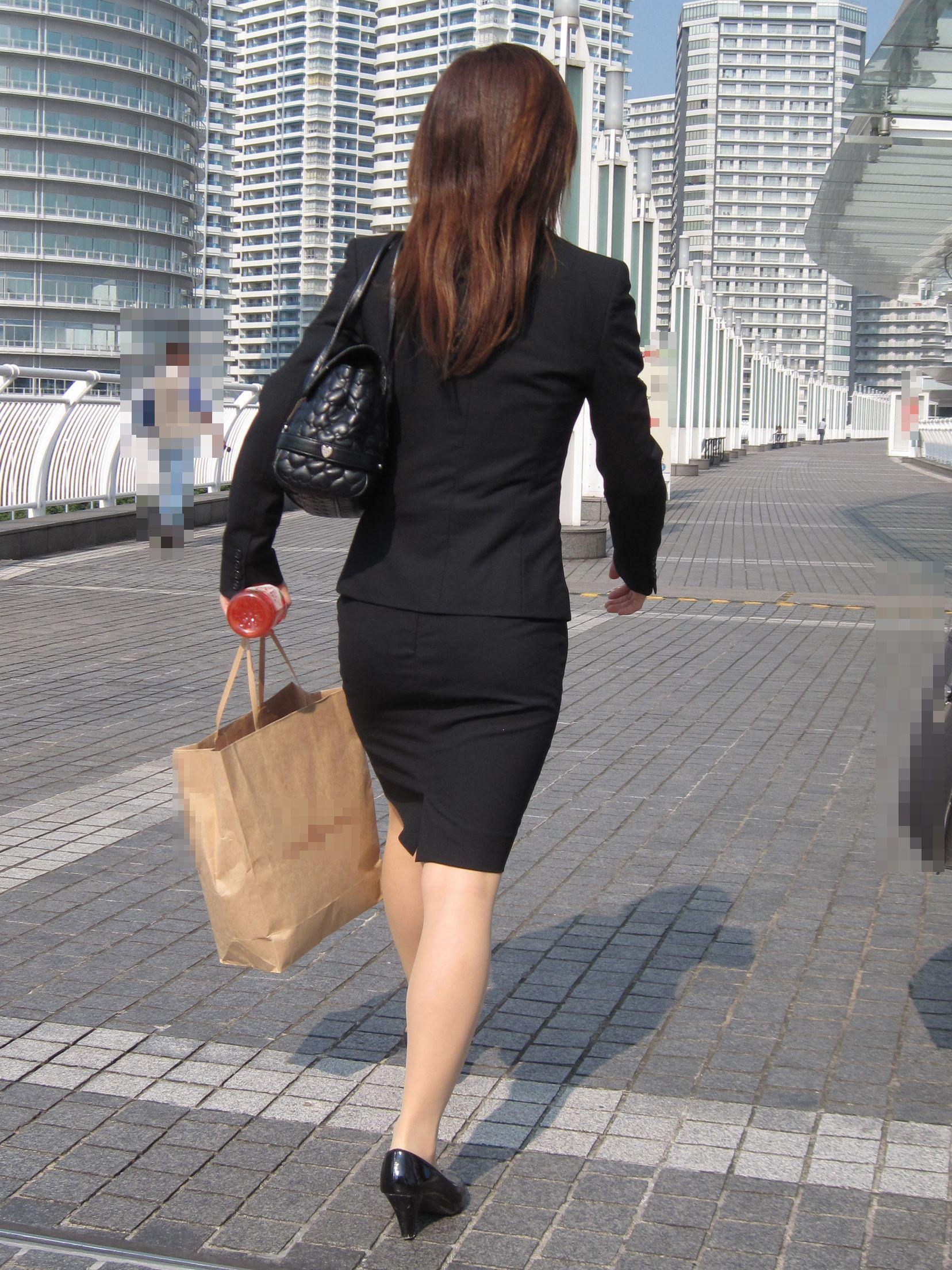【街撮りOL画像】思わず追跡したwwwタイトスカートに包まれたムチムチ尻 13