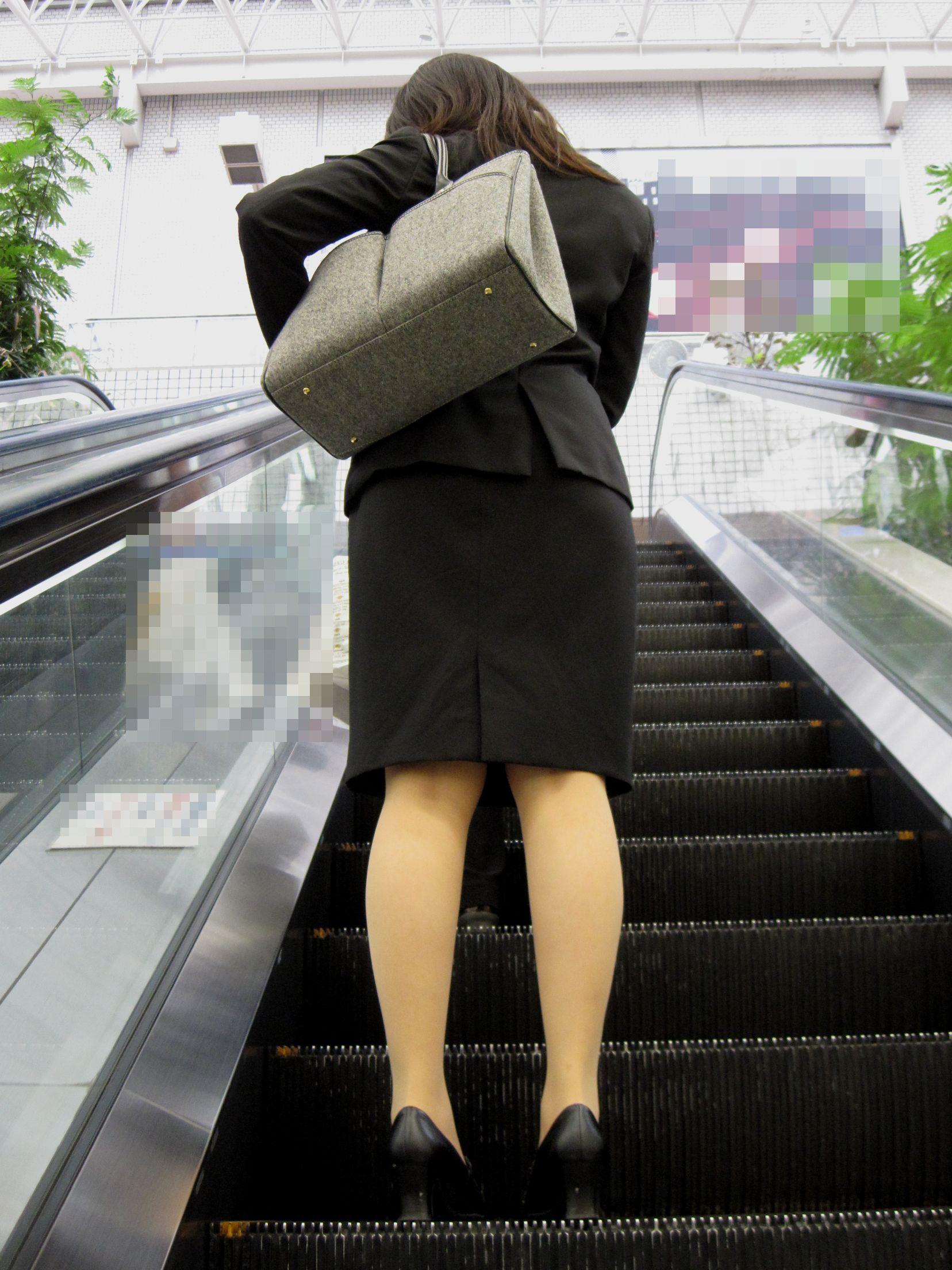 【街撮りOL画像】思わず追跡したwwwタイトスカートに包まれたムチムチ尻 16