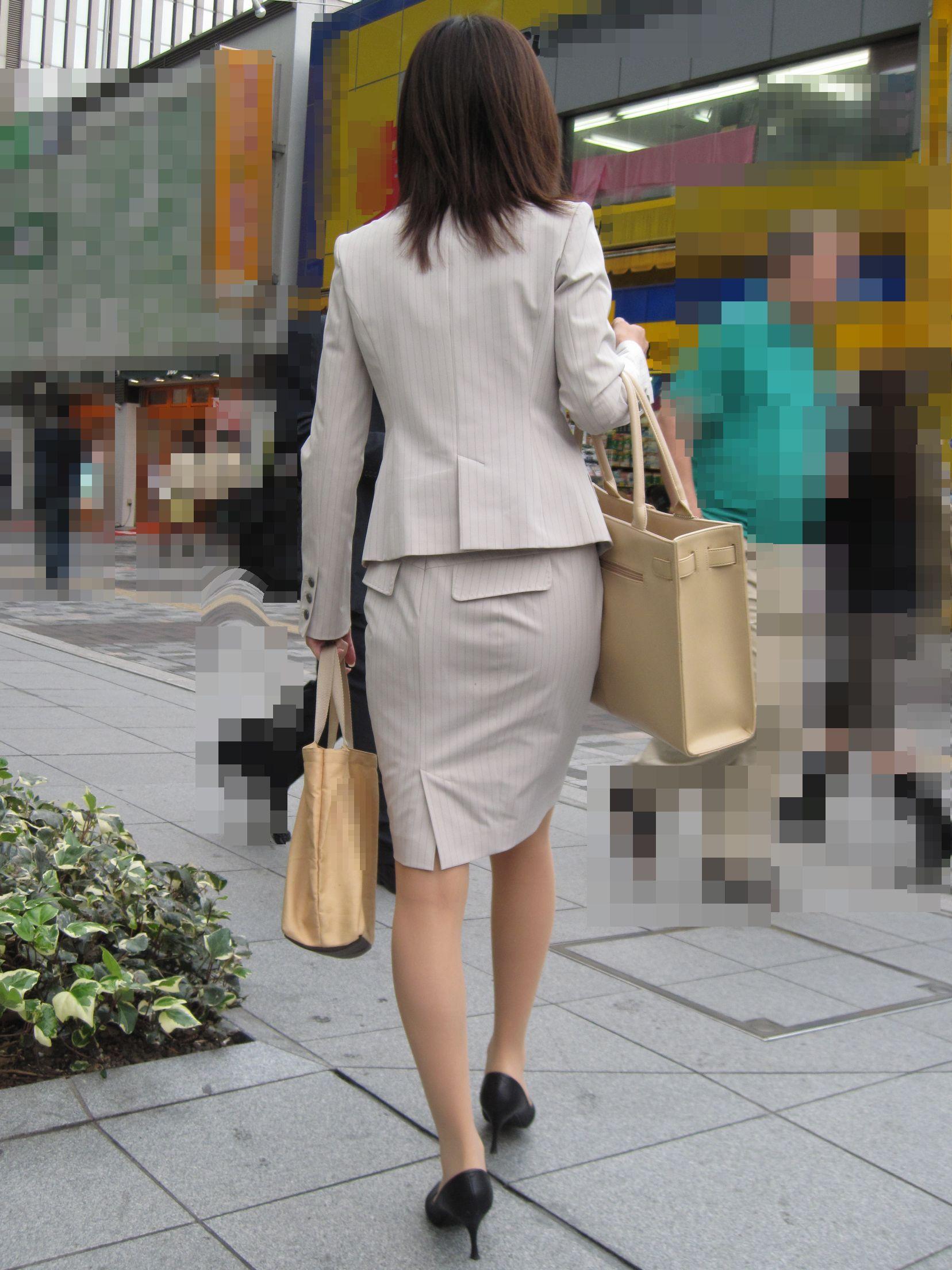 【街撮りOL画像】思わず追跡したwwwタイトスカートに包まれたムチムチ尻 17