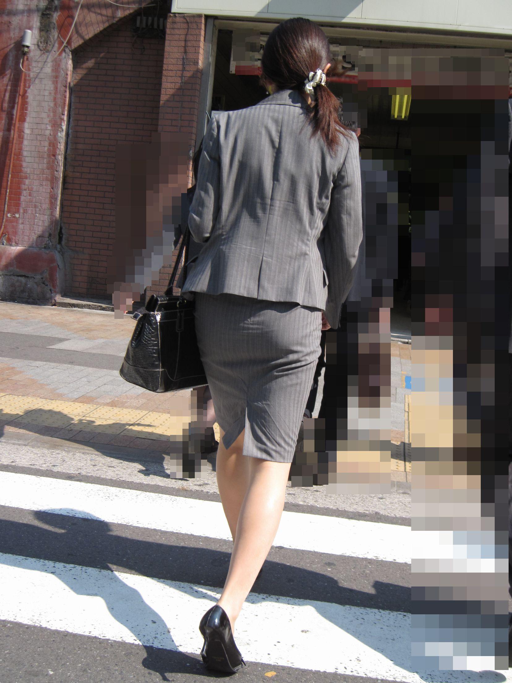 【街撮りOL画像】思わず追跡したwwwタイトスカートに包まれたムチムチ尻 18