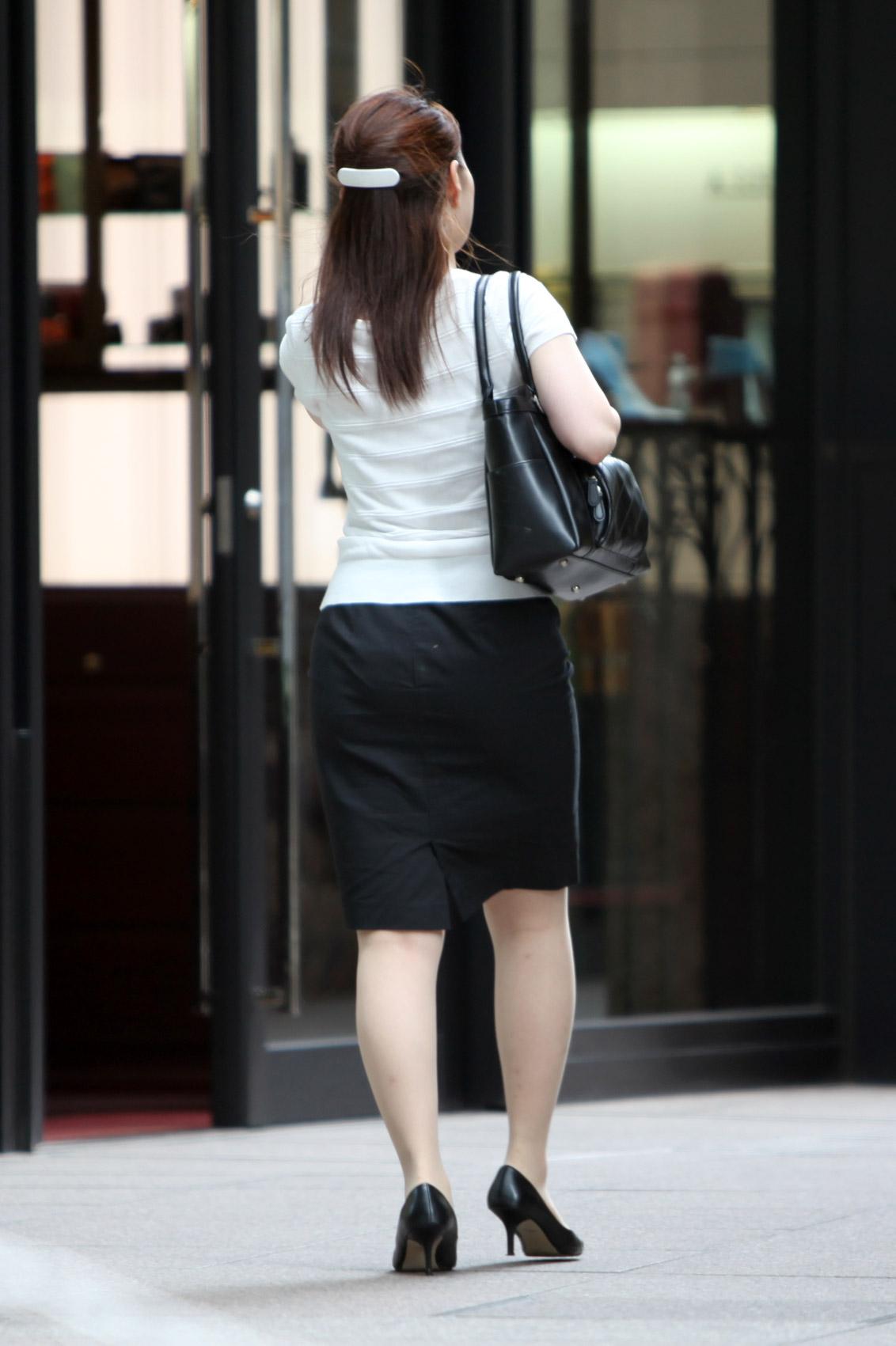 【街撮りOL画像】思わず追跡したwwwタイトスカートに包まれたムチムチ尻 19