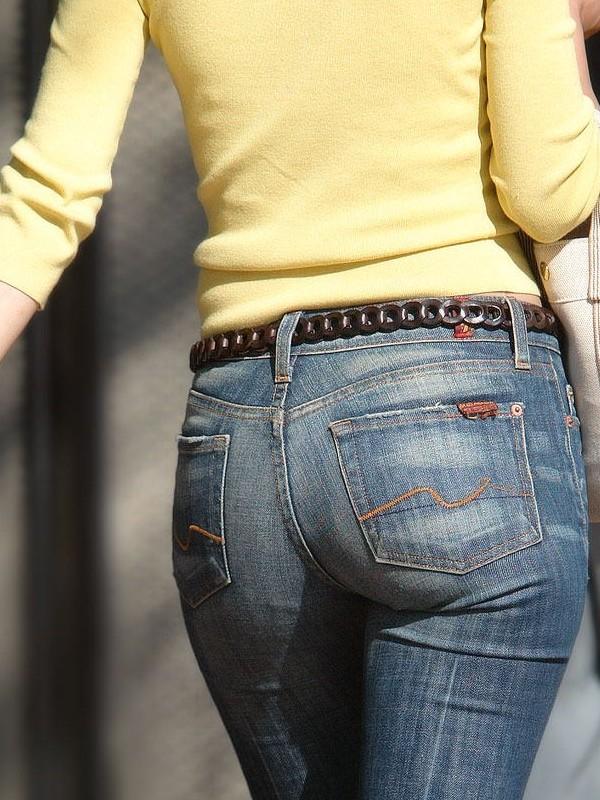 【街撮り尻画像】重量感までわかりそうwwwデニム纏ったムッチリ尻撮り 18