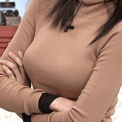 【着衣フェチ画像】バストラインがハッキリ出たニット・セーター姿が好きwww 14