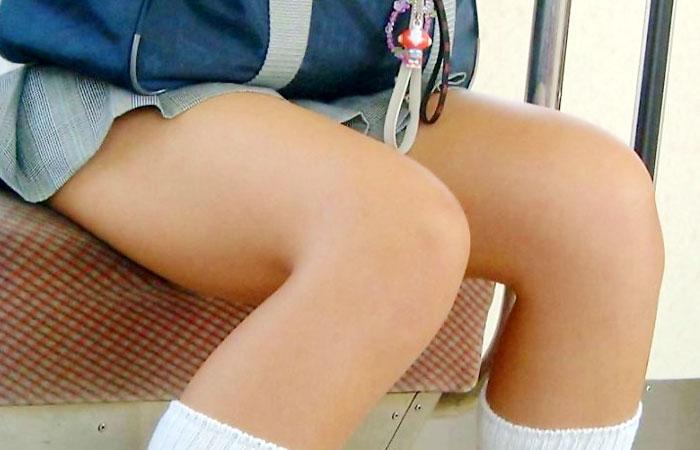 【JK太股画像】程よく太めでおいしそーなJKの剥き出し太股を電車で激撮!