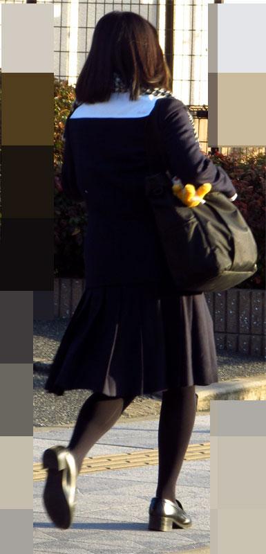 【JK街撮り】生脚透けさせてるのがたまらないwww黒スト着用JK画像 09