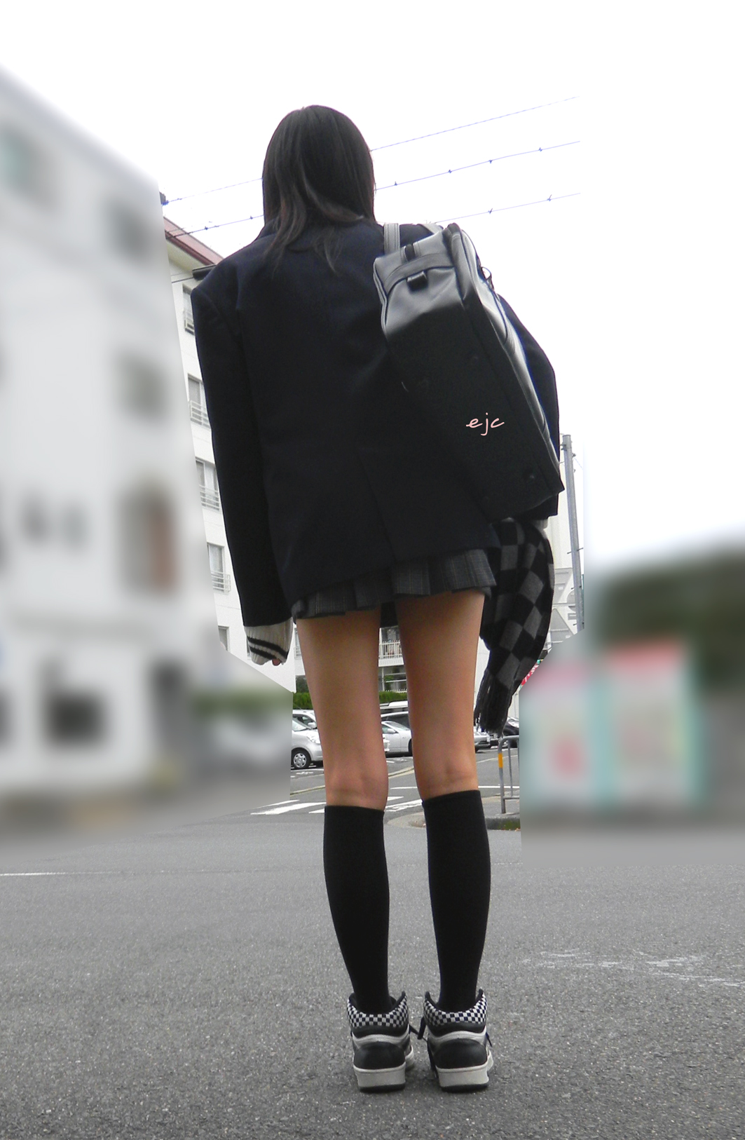 【JK街撮り】ムッチリとはまた違う色香wwwポ○キーみたいな細脚のJKたち 03