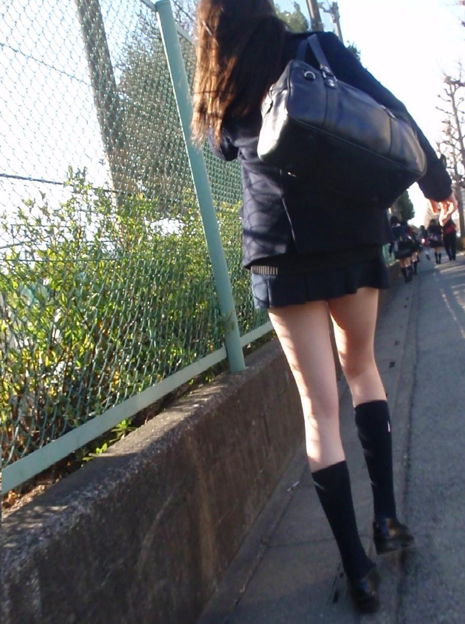 【JK街撮り】ムッチリとはまた違う色香wwwポ○キーみたいな細脚のJKたち 11