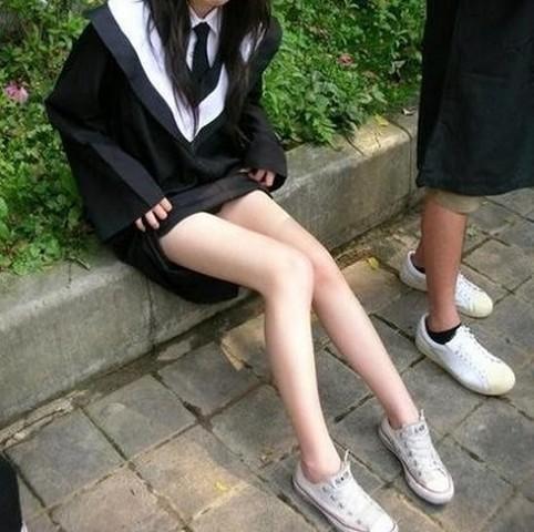 【JK街撮り】ムッチリとはまた違う色香wwwポ○キーみたいな細脚のJKたち 13