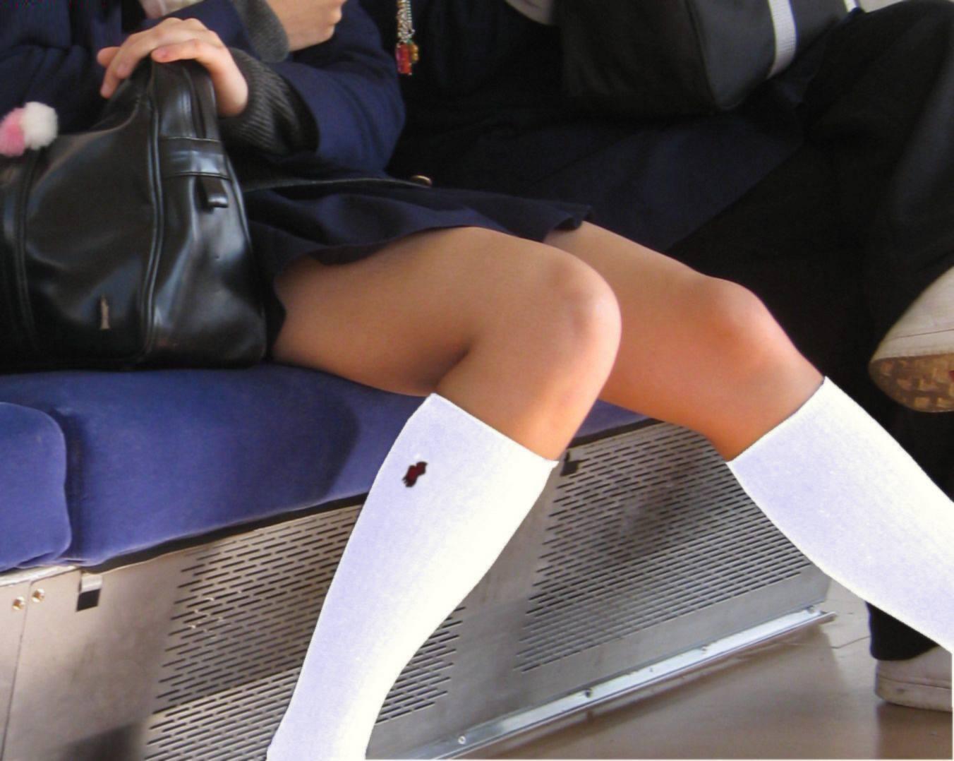 【JK街撮り】ムッチリとはまた違う色香wwwポ○キーみたいな細脚のJKたち 20