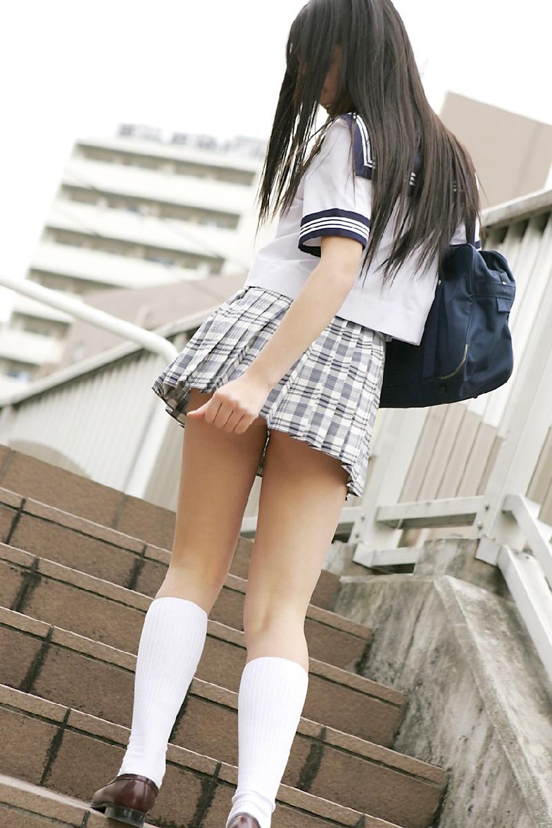 【JKパンチラ画像】下から失礼しますwww階段上のミニスカJK狙い撃ち! 04
