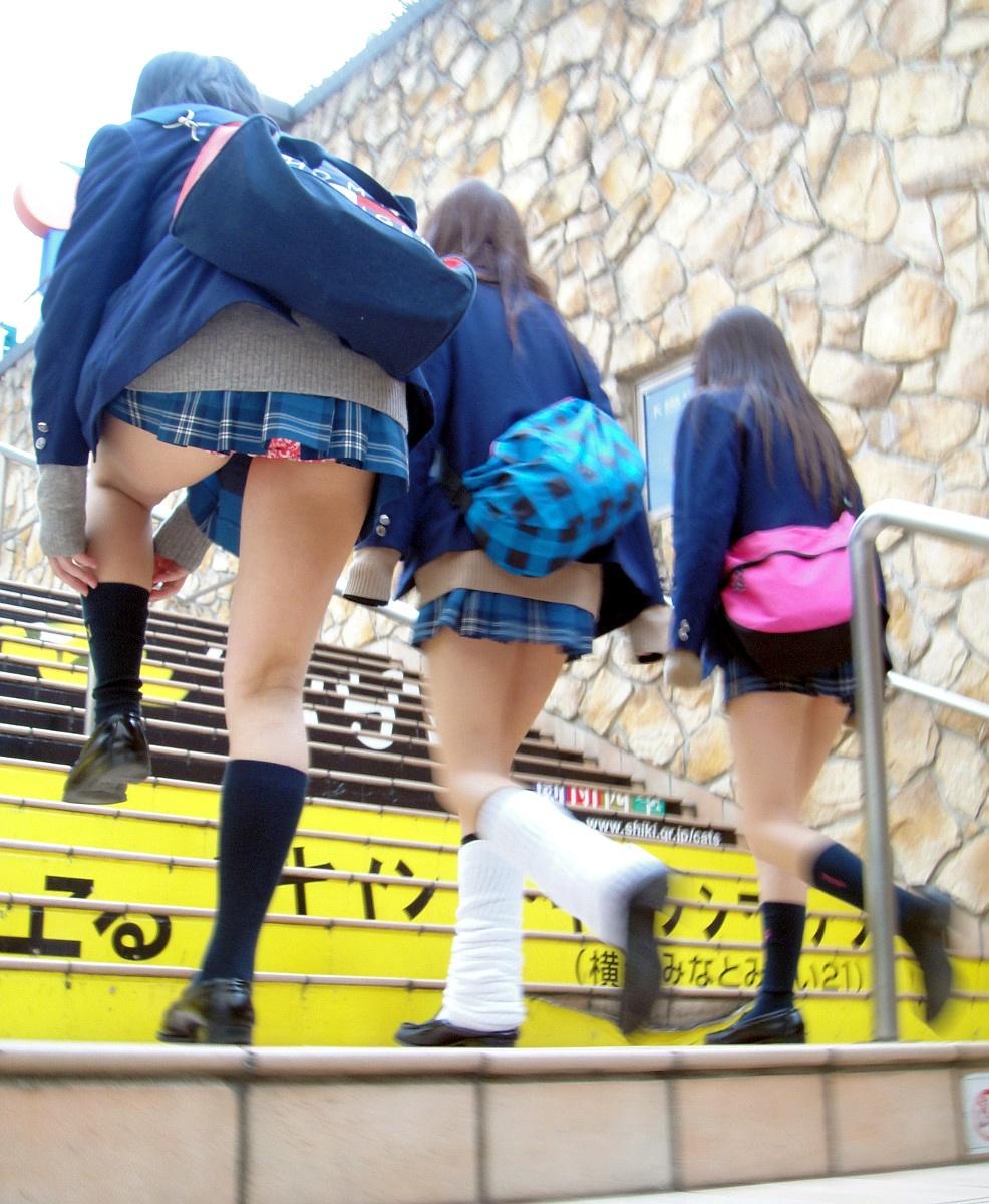 【JKパンチラ画像】下から失礼しますwww階段上のミニスカJK狙い撃ち! 10