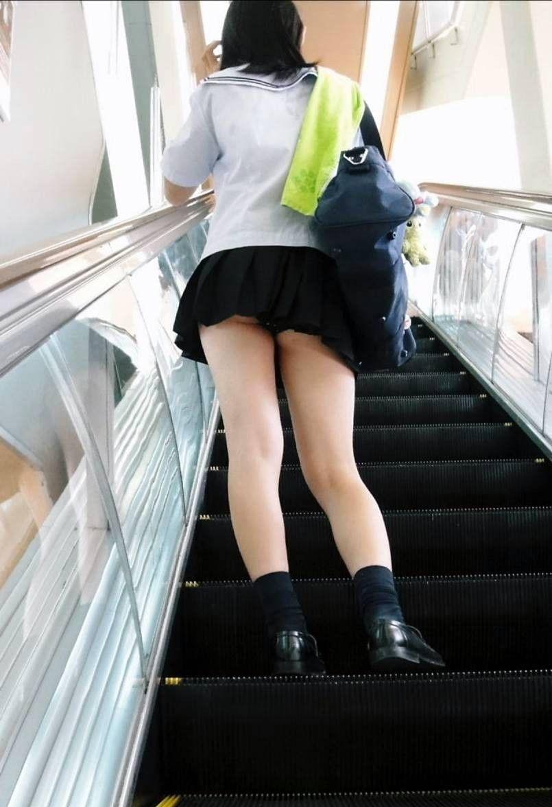 【JKパンチラ画像】下から失礼しますwww階段上のミニスカJK狙い撃ち! 18