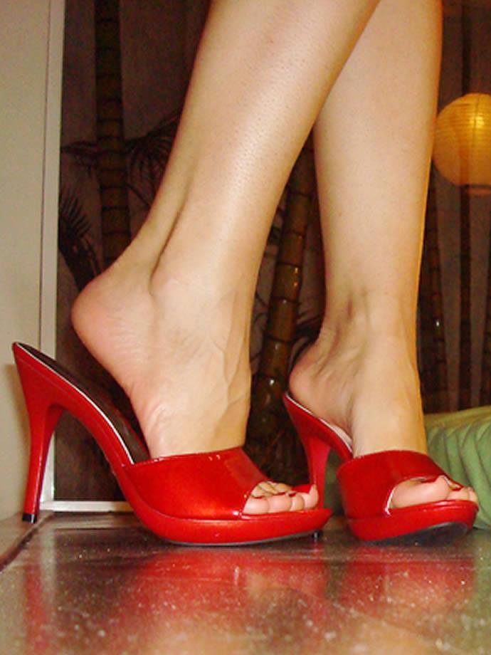 【脚フェチ画像】踵が高いほどそそるwwwピンヒールの生美脚画像 07