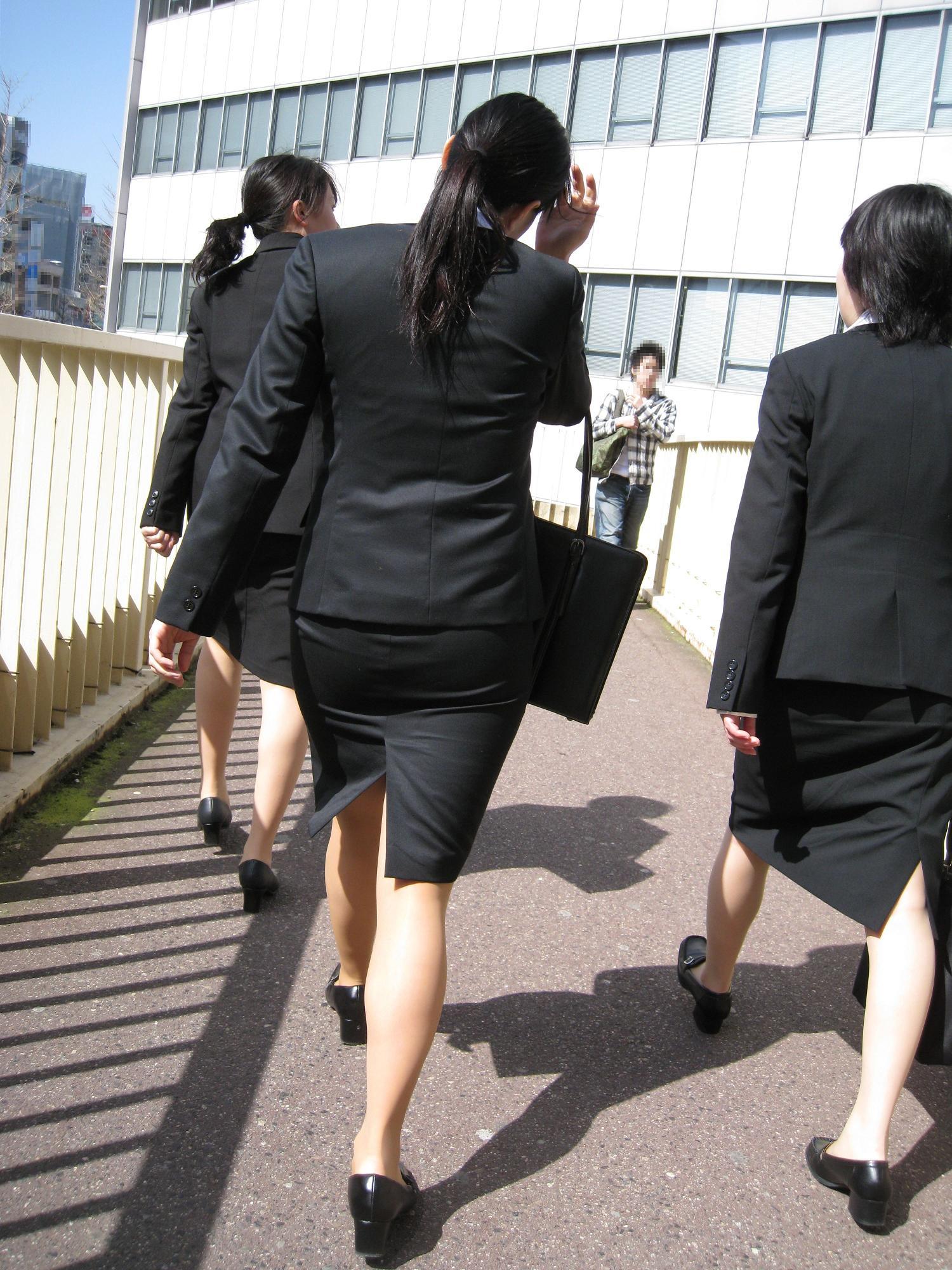 【街撮り画像】就活真っ只中なJDのリクスー尻と美脚を観察www 02