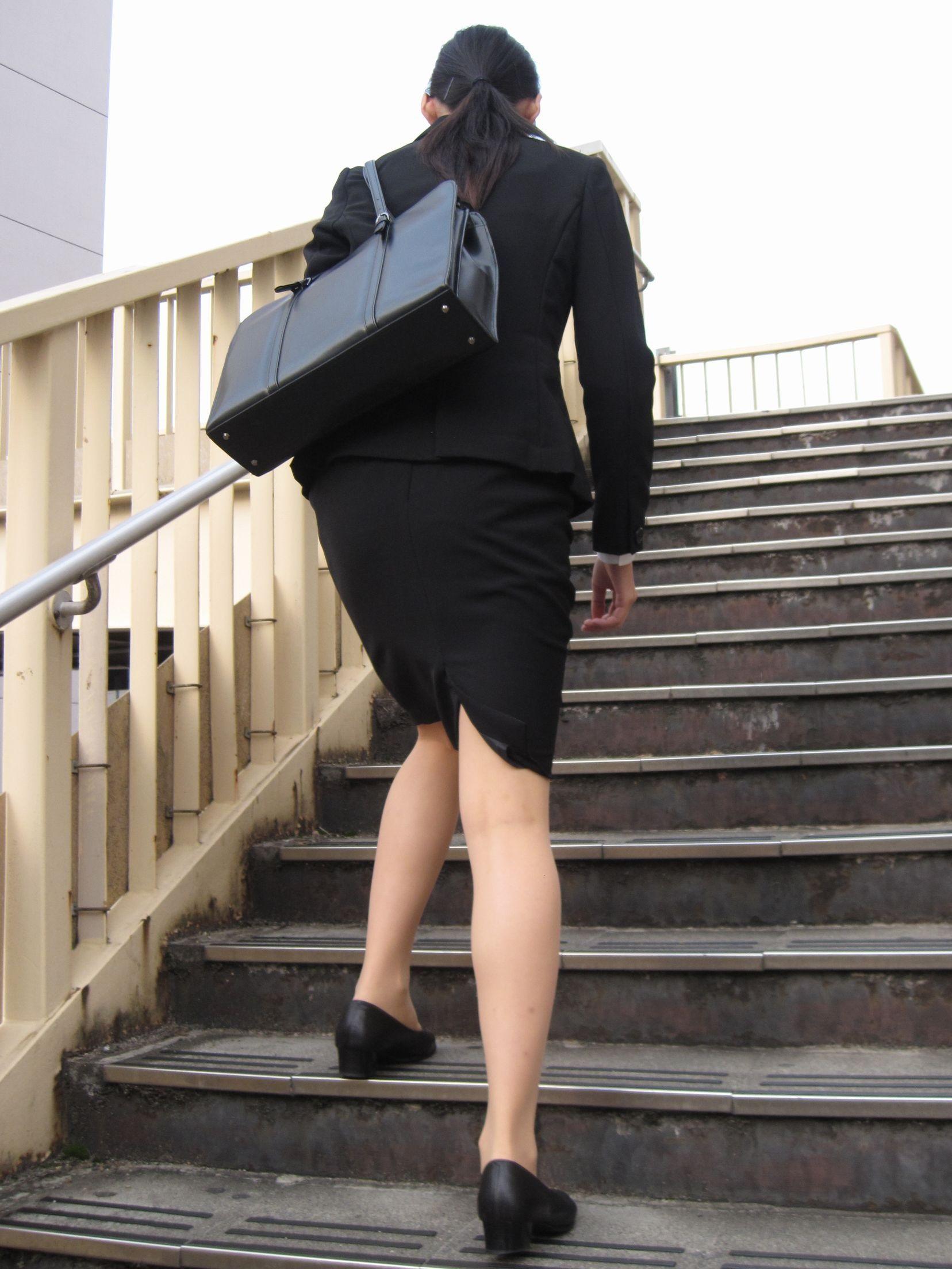 【街撮り画像】就活真っ只中なJDのリクスー尻と美脚を観察www 03