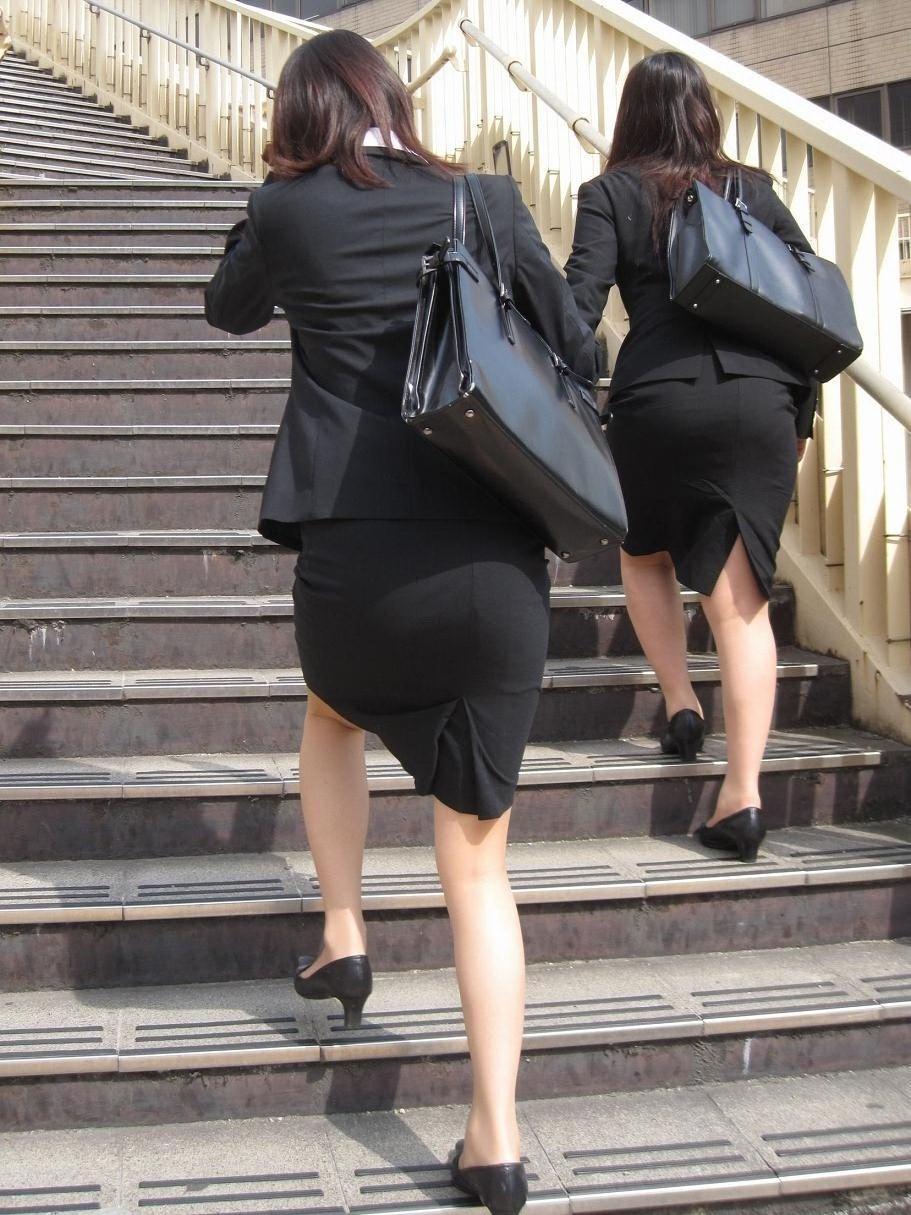 【街撮り画像】就活真っ只中なJDのリクスー尻と美脚を観察www 05