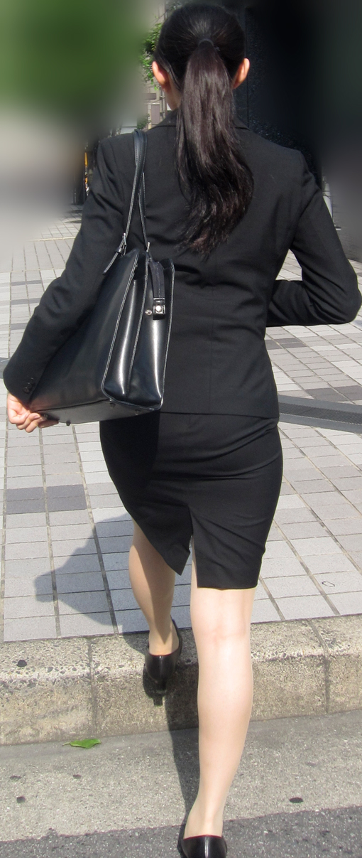 【街撮り画像】就活真っ只中なJDのリクスー尻と美脚を観察www 07