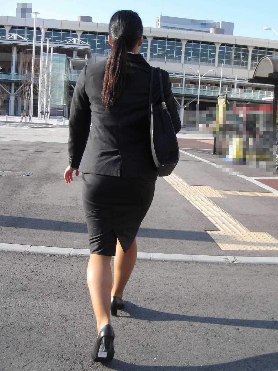 【街撮り画像】就活真っ只中なJDのリクスー尻と美脚を観察www 09