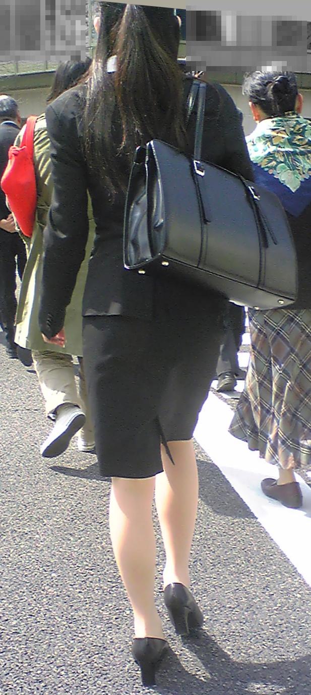 【街撮り画像】就活真っ只中なJDのリクスー尻と美脚を観察www 20