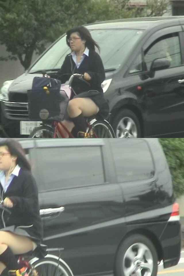 【JKパンチラ画像】風も味方www自転車通学中のJKのスカートめくれと生パンツ 13