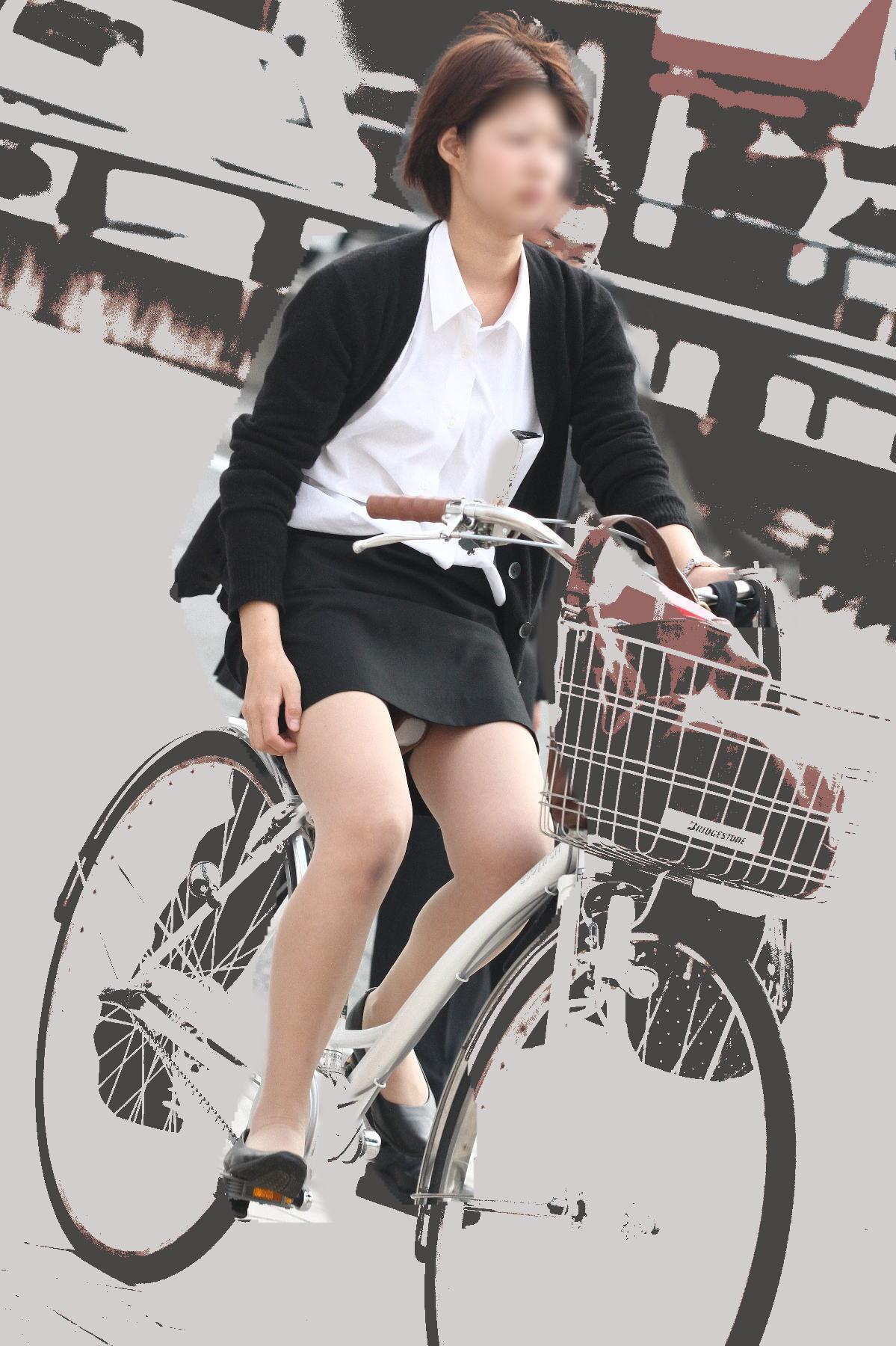 【街撮り美脚画像】大人の下半身を観察www自転車乗った働くおねえさん画像 06