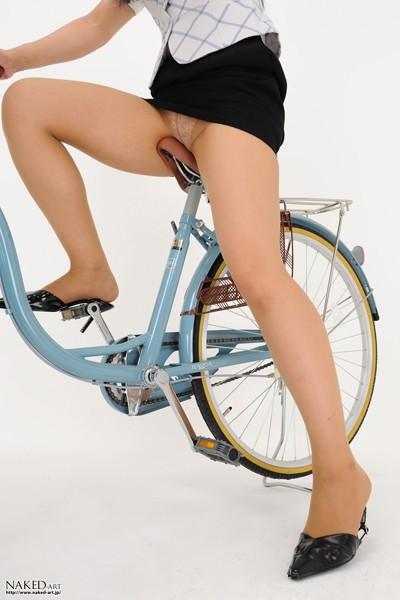 【街撮り美脚画像】大人の下半身を観察www自転車乗った働くおねえさん画像 20