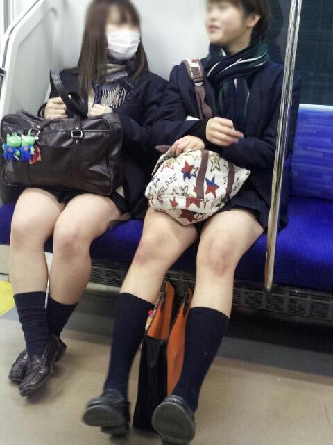 【JK太股画像】ムチムチ見放題だなオイwww電車で下校中のJKの太股観察画像 11