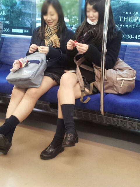 【JK太股画像】ムチムチ見放題だなオイwww電車で下校中のJKの太股観察画像 12