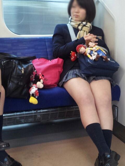 【JK太股画像】ムチムチ見放題だなオイwww電車で下校中のJKの太股観察画像 13