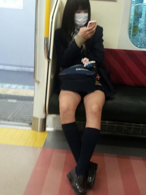 【JK太股画像】ムチムチ見放題だなオイwww電車で下校中のJKの太股観察画像 16