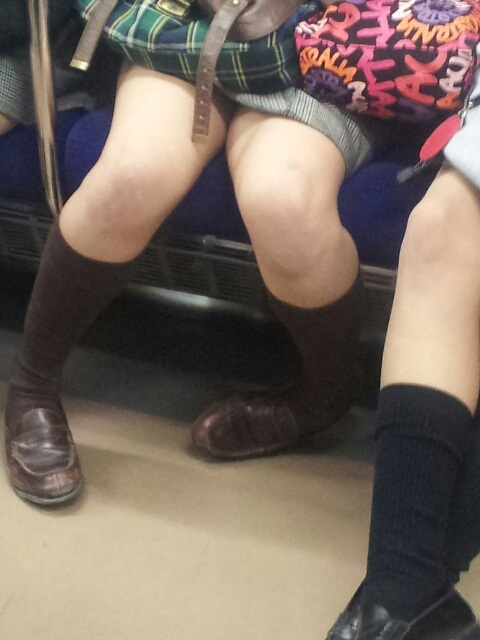 【JK太股画像】ムチムチ見放題だなオイwww電車で下校中のJKの太股観察画像 19