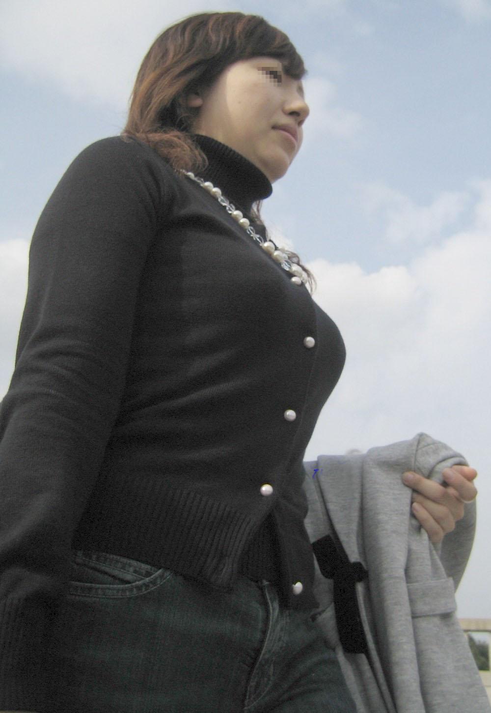 【街撮り巨乳画像】ニット・セーター着て乳袋を強調するエロい素人たち 19